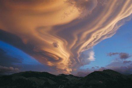Линзообразное облако над Новой Зеландией